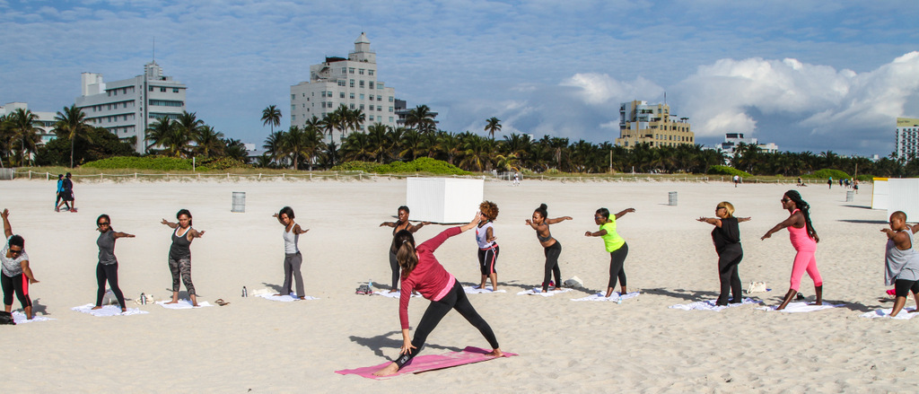 warming up with a few light poses - Miami Beach 1.25